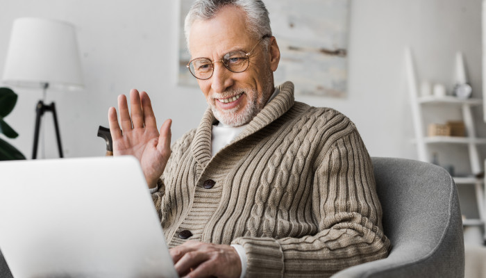 How to Help Seniors Stay Socially Active During a Chicago Winter